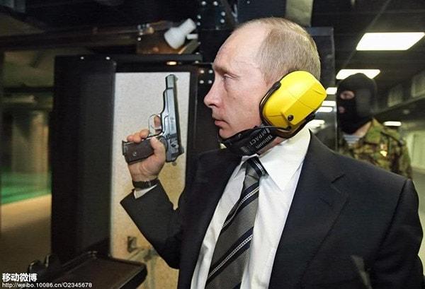 putin stechkin pistol