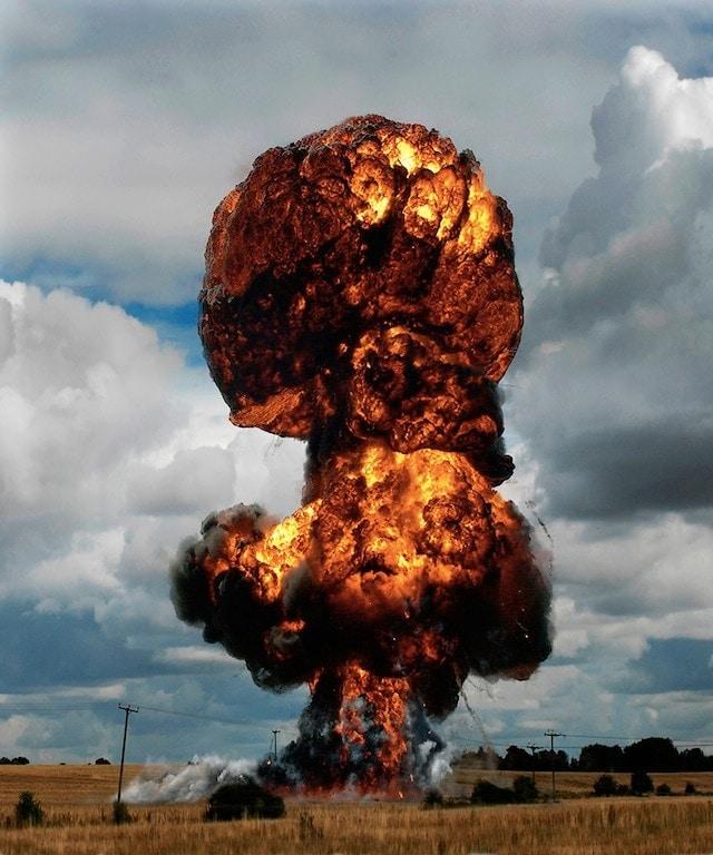 ueli-explosion-05