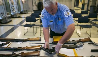 Chicago police seized 6800 guns in 2013 despite sales ban