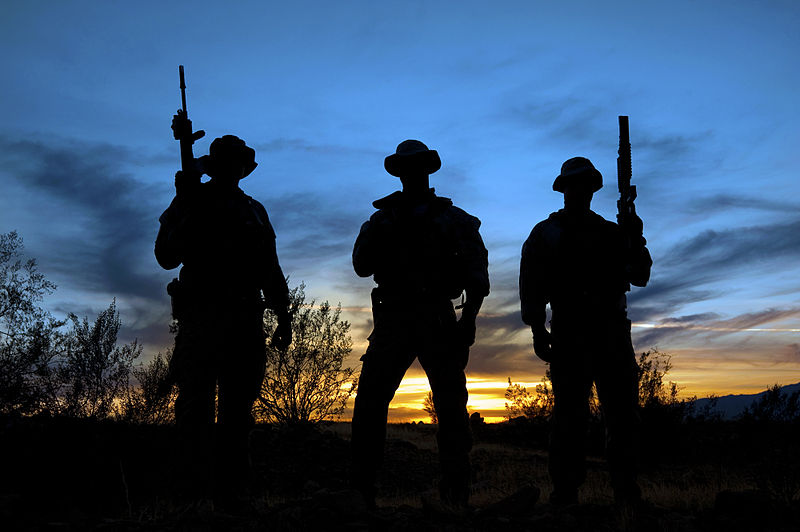 800px-United_States_Navy_SEALs_160