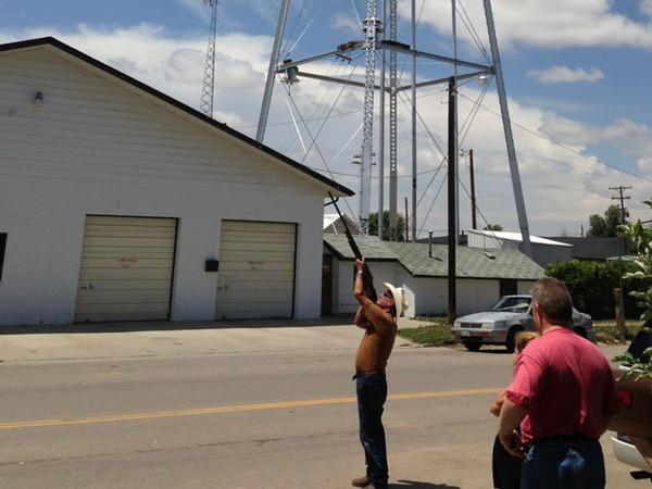 Deer Trail, Colo. Mayor Franks Fields displays proper drone-hunting technique. (Photo: CBS 7)
