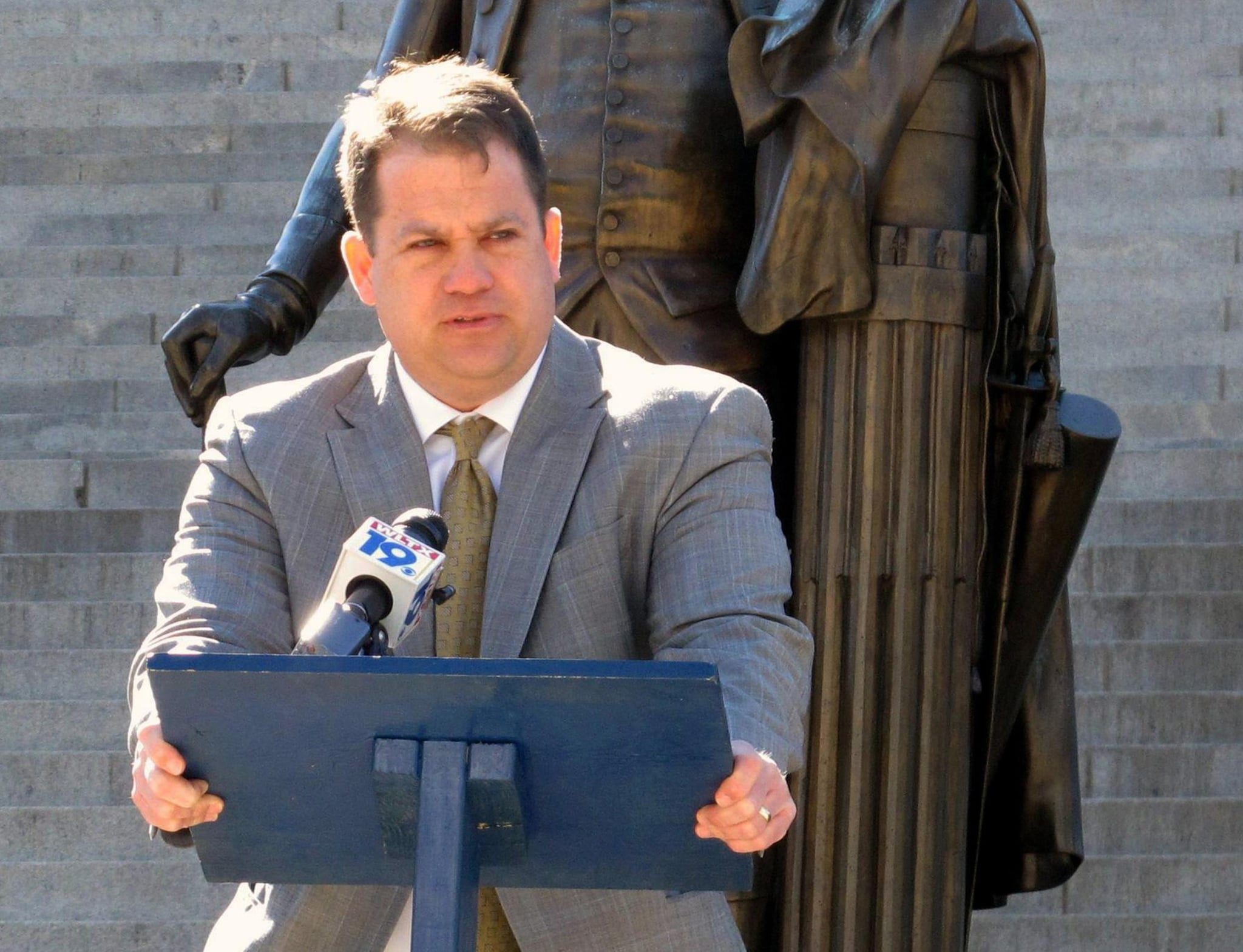 South Carolina Senate Sen. Lee Bright (R) is reintroducing legislation to block the federal government from enforcing gun bans and regulations in the state. (Photo: NBC)