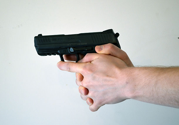 Interwoven finger handgun grip