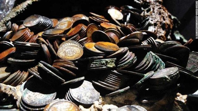 150415170824-01-dos-silver-coins-0415-exlarge-169