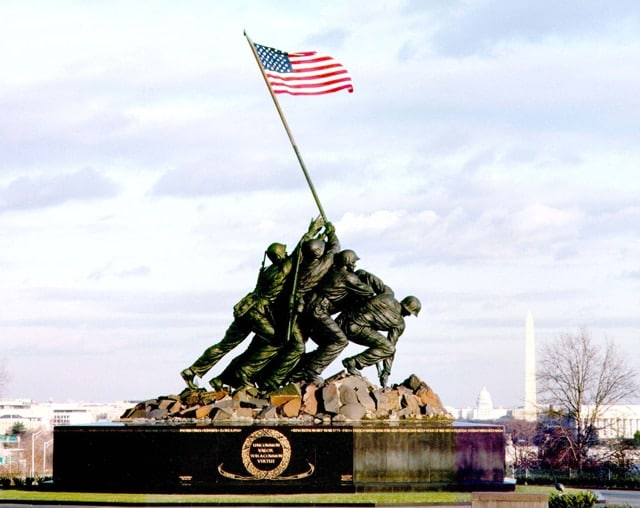 496147-iwo-jima-flag-raising