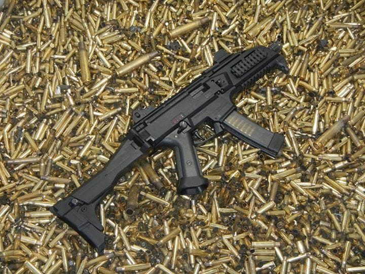 A factory select fire Scorpion Evo 3, that looks right from Call of Duty Black Ops II