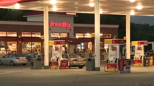 In less than one hour, two Bread Box stores in Knoxville had been robbed at gunpoint, but the one of the robberies did not end well for the teen suspect. (Photo: Local 8)