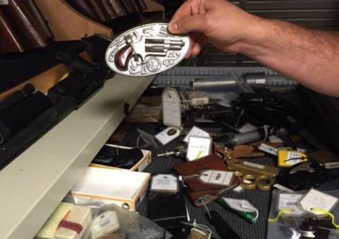 Revolver belt buckle