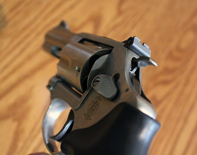 Smith-&-Wesson-M60-hammer