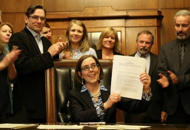 Oregon expanded background check law sputters to life (VIDEO)
