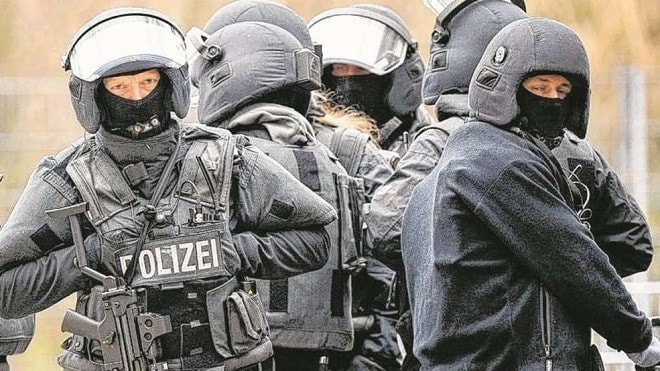 German SWAT team takes chainsaws to office after being disbanded 2