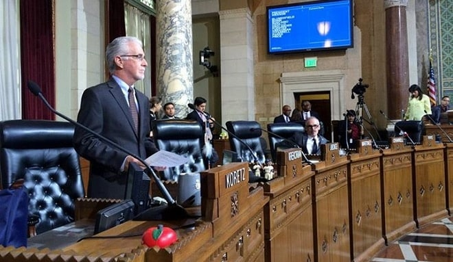 Los Angeles passes mandatory gun lock law