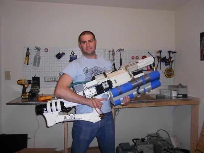 Man makes portable DIY railgun in home workshop (VIDEOS) (2)