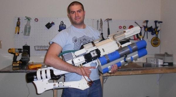 Man makes portable DIY railgun in home workshop (VIDEOS)