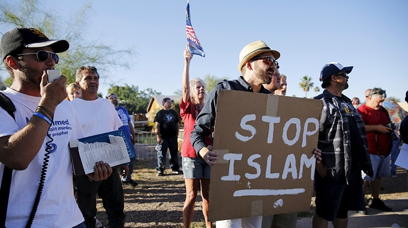 """Demonstrators shout during a """"Freedom of Speech Rally Round II"""" outside the Islamic Community Center in Phoenix, Arizona May 29, 2015. More than 200 protesters, some armed, berated Islam and its Prophet Mohammed outside an Arizona mosque on Friday in a provocative protest that was denounced by counterprotesters shouting """"Go home, Nazis,"""" weeks after an anti-Muslim event in Texas came under attack by two gunmen.    REUTERS/Nancy Wiechec - RTR4Y3N8"""