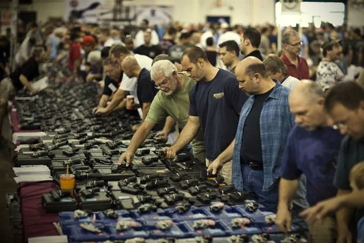 Gun show. (Photo: European Press Photo Agency)