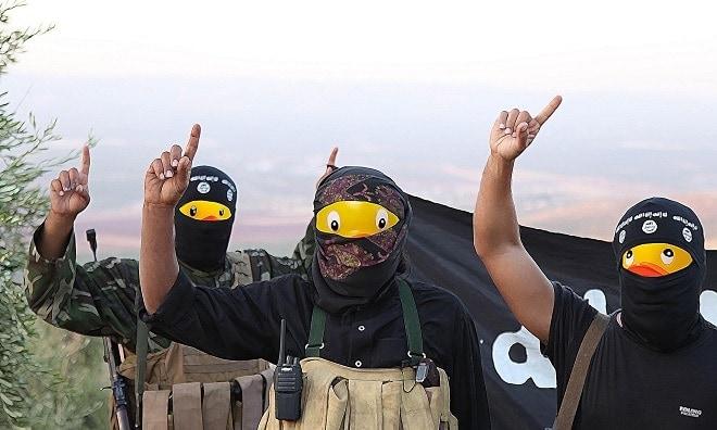 Aloha Quackbar Internet swaps rubber duckies in ISIS photos (1)