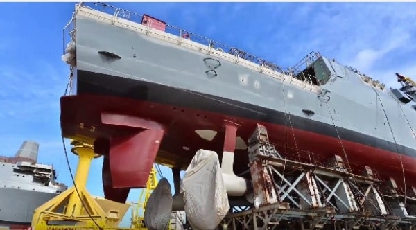 Moving a 500-foot long destroyer over land and making it look easy (VIDEO)