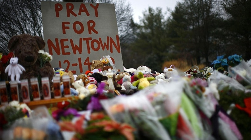 """Pray for Newtown 12-14-12"" (Photo: Reuters)"