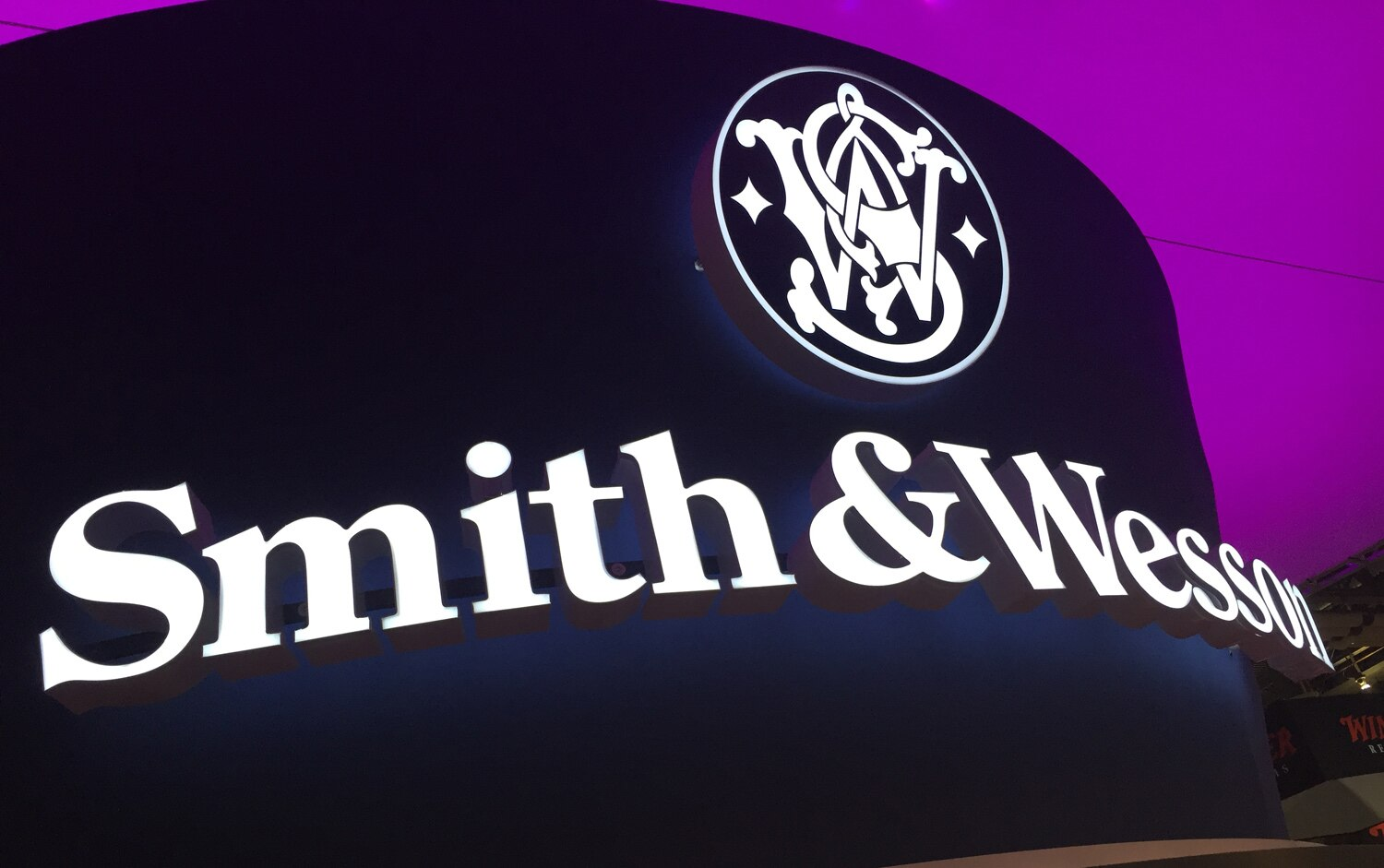 Smith-&-Wesson