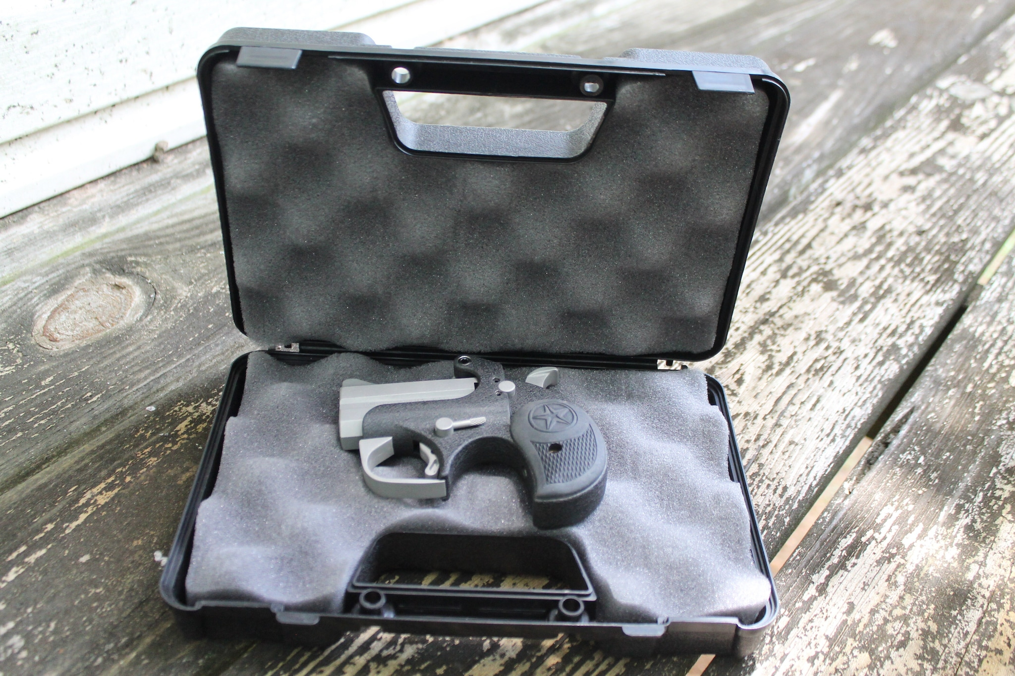 bond arms backup sitting in box