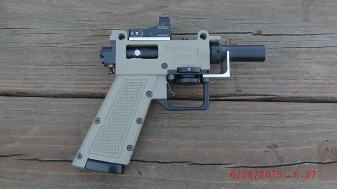 gallery-1451926067-pistol
