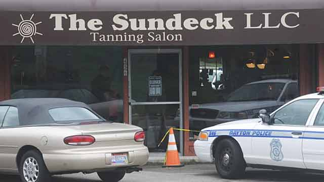 tanning salon robbery the sundeck storefront