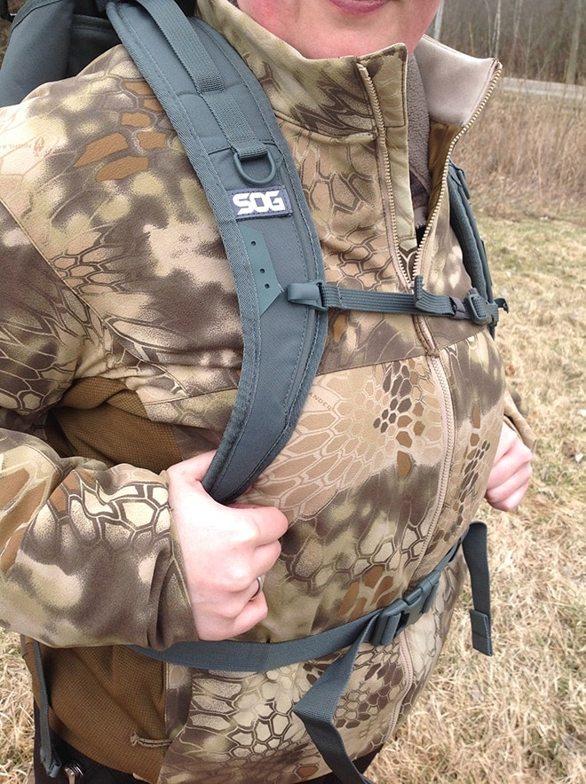 Classy_sog_branding_on_the_shoulder_strap._Upper_chest_strap_and_padded_lower_strap_make_carrying_heavy_loads_easy