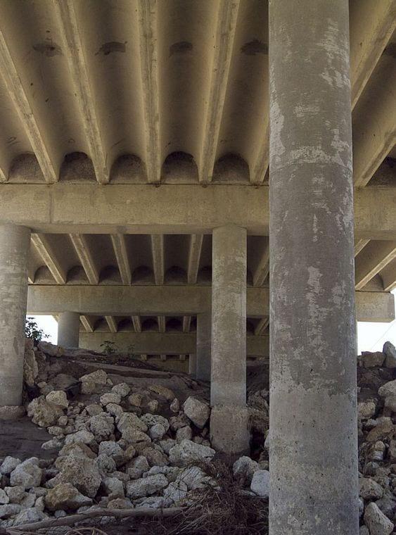 'Extremely dangerous' improvised explosive device found under Texas bridge