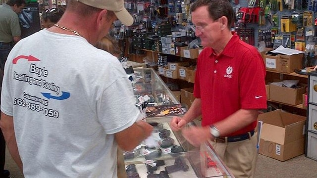 Ruger CEO Mike Fifer, right, working inside a gun store in September 2014. (Photo: Ruger/Facebook)