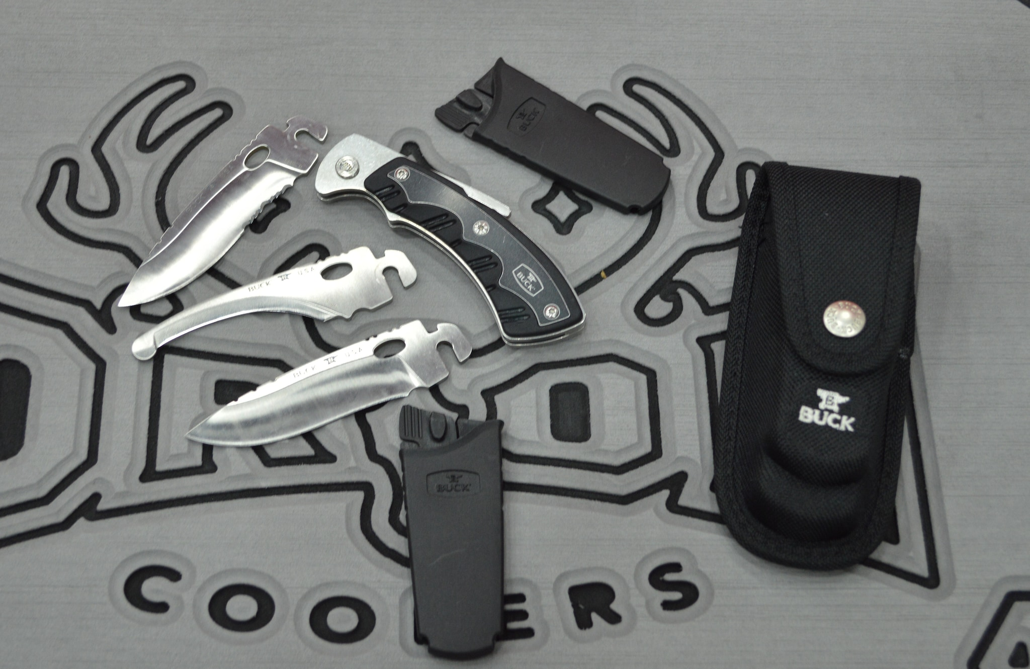 Buck's Selector 2.0 interchangeable-blade hunting system comes with three blade options for all hunting and game-cleaning scenarios. (Photo: Kristin Alberts)