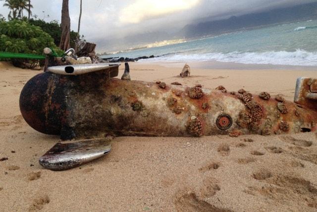 Russki submarine commo buoy pops up on Hawaiian beach (5 PHOTOS)