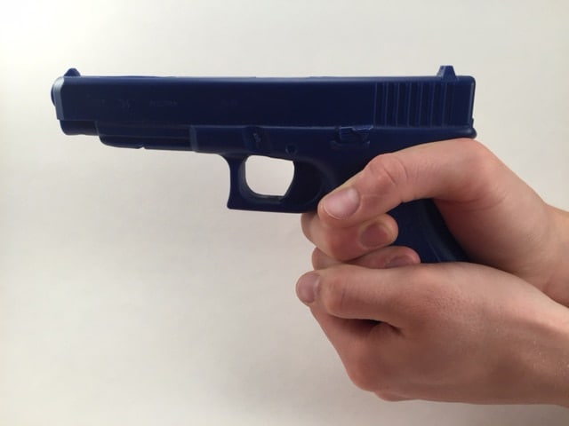 Cup-and-saucer-grip_no-good-for-recoil-management