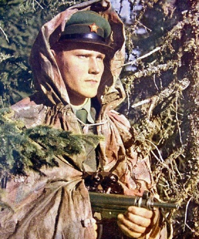 Czechoslovak border guard with Sa vz 23 subgun. These guns were were the first production-model SMGs with a telescoping bolt, beating UZI to the punch by a few years.