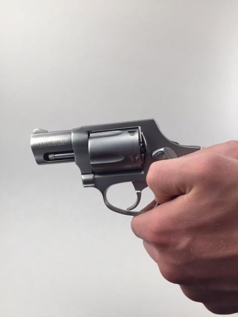 Thumbs-down-grip-is-for-revolvers
