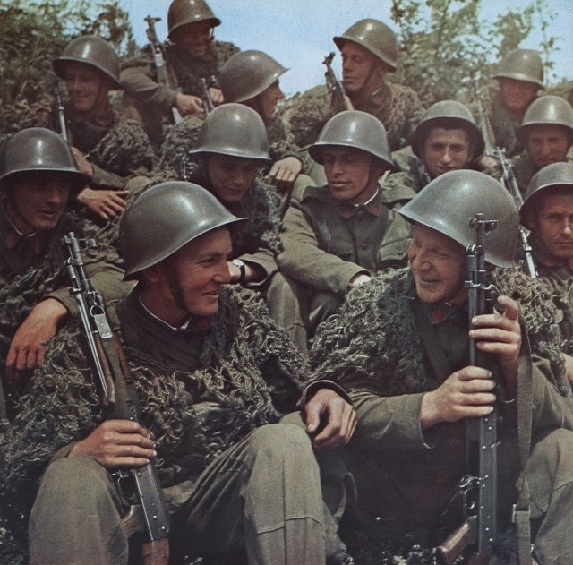 Albanian Peoples' Army (Ushtria Popullore Shqiptare) troops chilling out talking about how good Communism is with their unique spiker AKM design guns made with the assistance of Red China