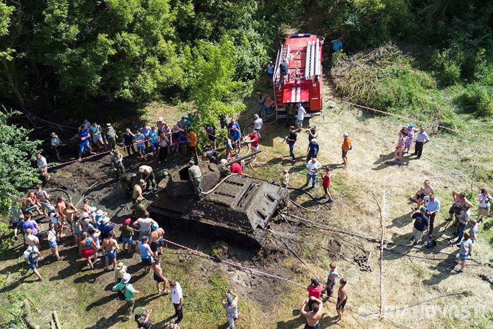 River spits out Soviet tank after 70 years (VIDEO PHOTOS)5