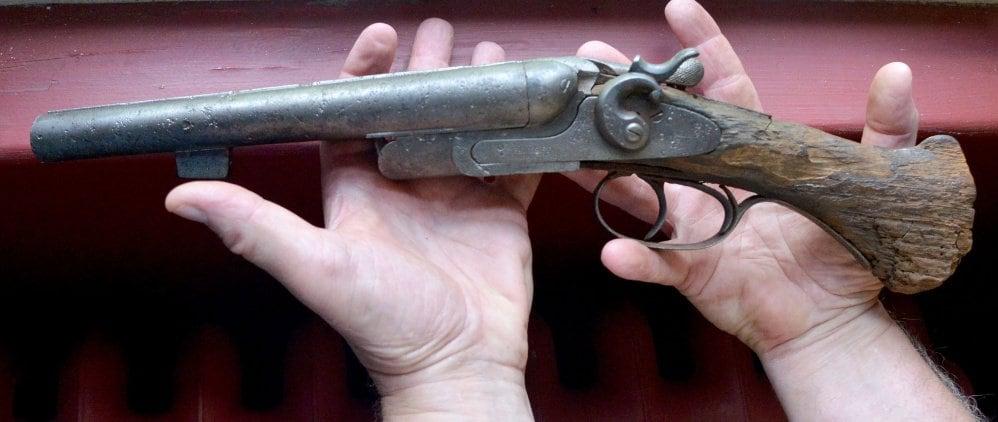 Heirloom 'found' sawn-off shotgun winds its way to museum