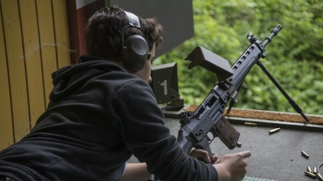 "A Swiss ""Jungschütze"" with his SIG 550 rifle (Photo: Reddit)"