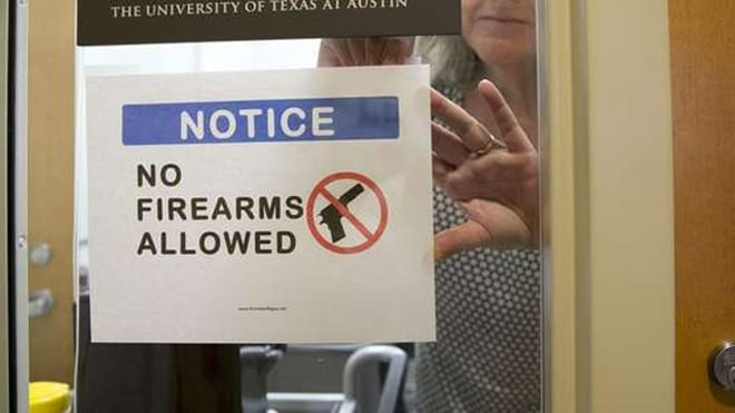 A UT professor posts a sign prohibiting guns at her office at the Student Activity Center on the first day of the new campus carry law last month. (Photo: The Statesman)