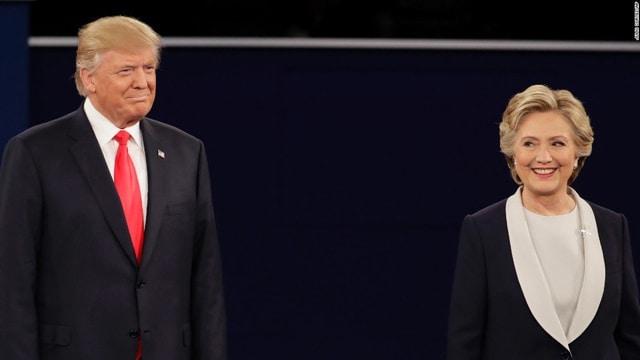 Donald Trump and Hillary Clinton debate on stage at Washington University in St. Louis, Missouri Oct.9, 2016 (Photo:CNN)