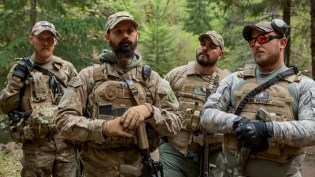 Members of the Oath Keepers patrol the Sugar Pine mine near Grants Pass, Oregon in 2015. (Photo: Shawn Records)