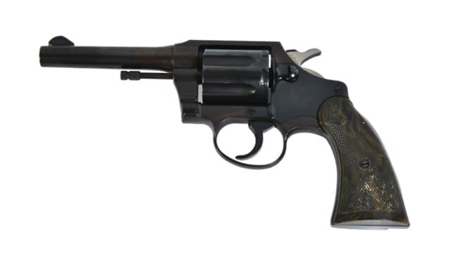 01-elvis-pistol