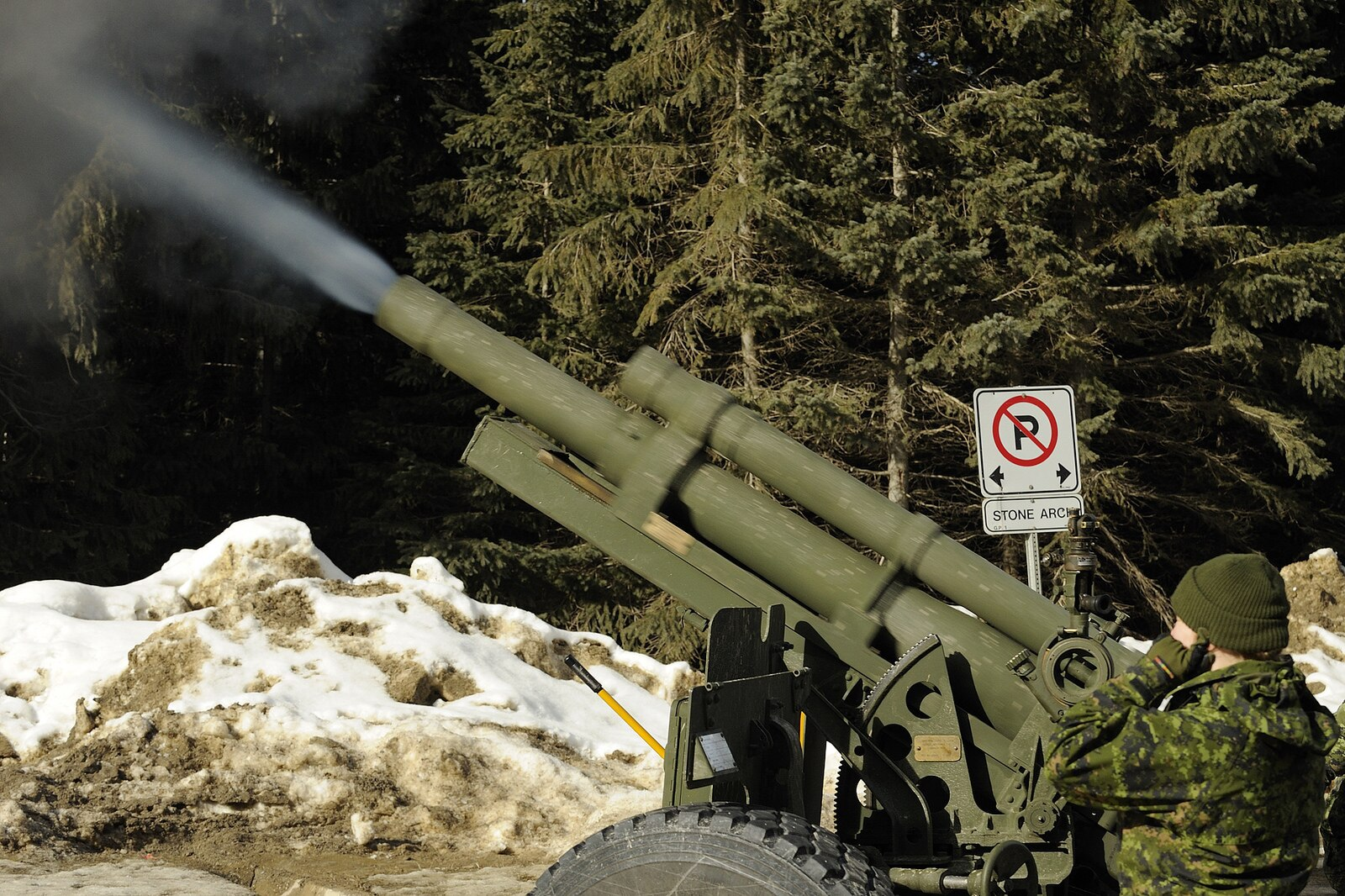 Canadian avalanche control via 105mm howitzer