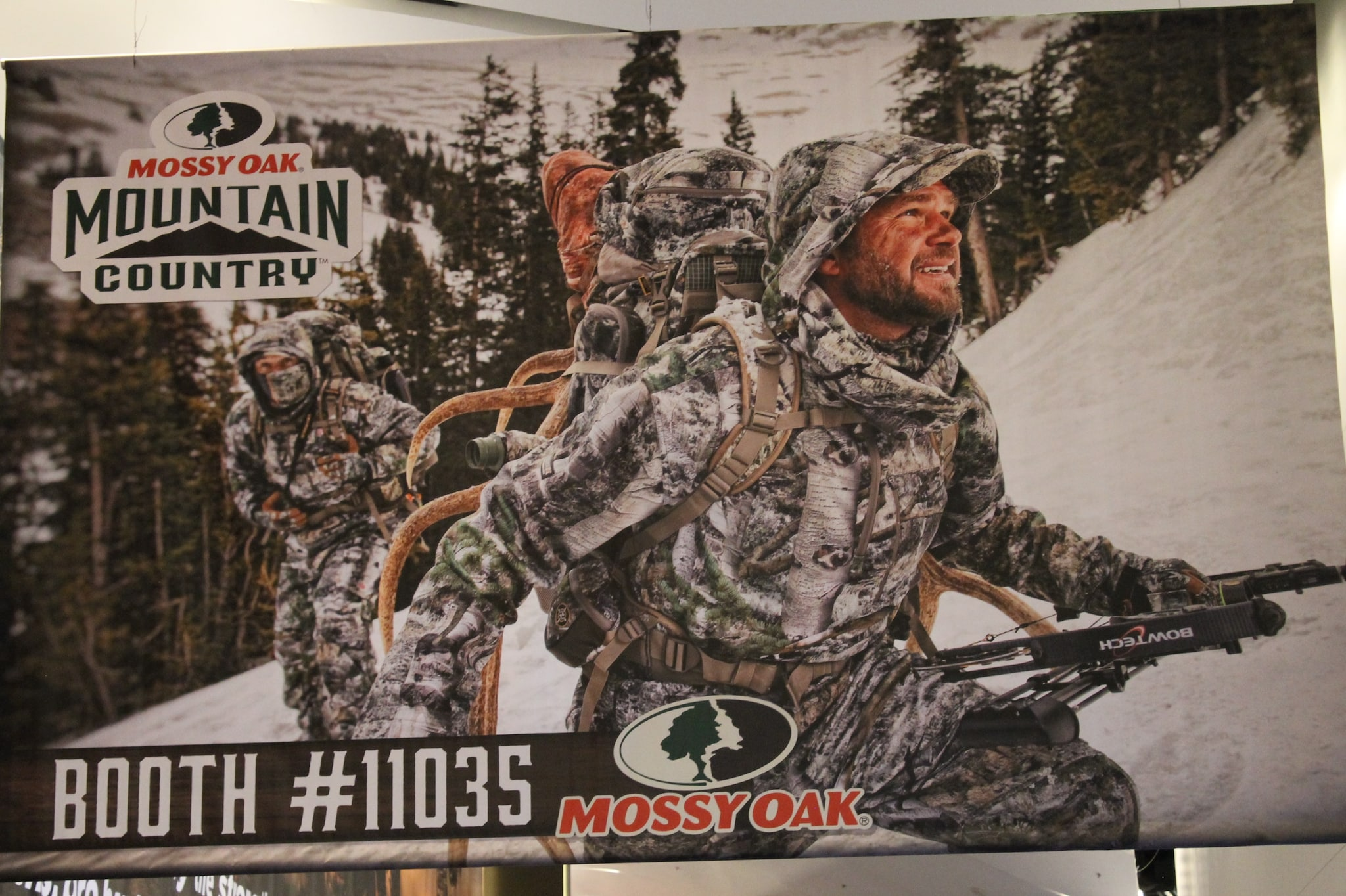 Mossy Oak's incredibly realistic mural-banner.