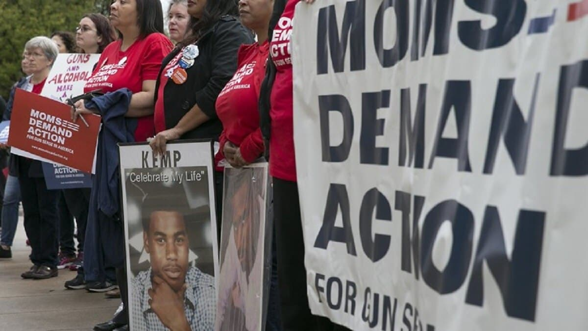 Members of Moms Demand Action protest outside the Texas Capitol (Photo: Austin American-Statesman)