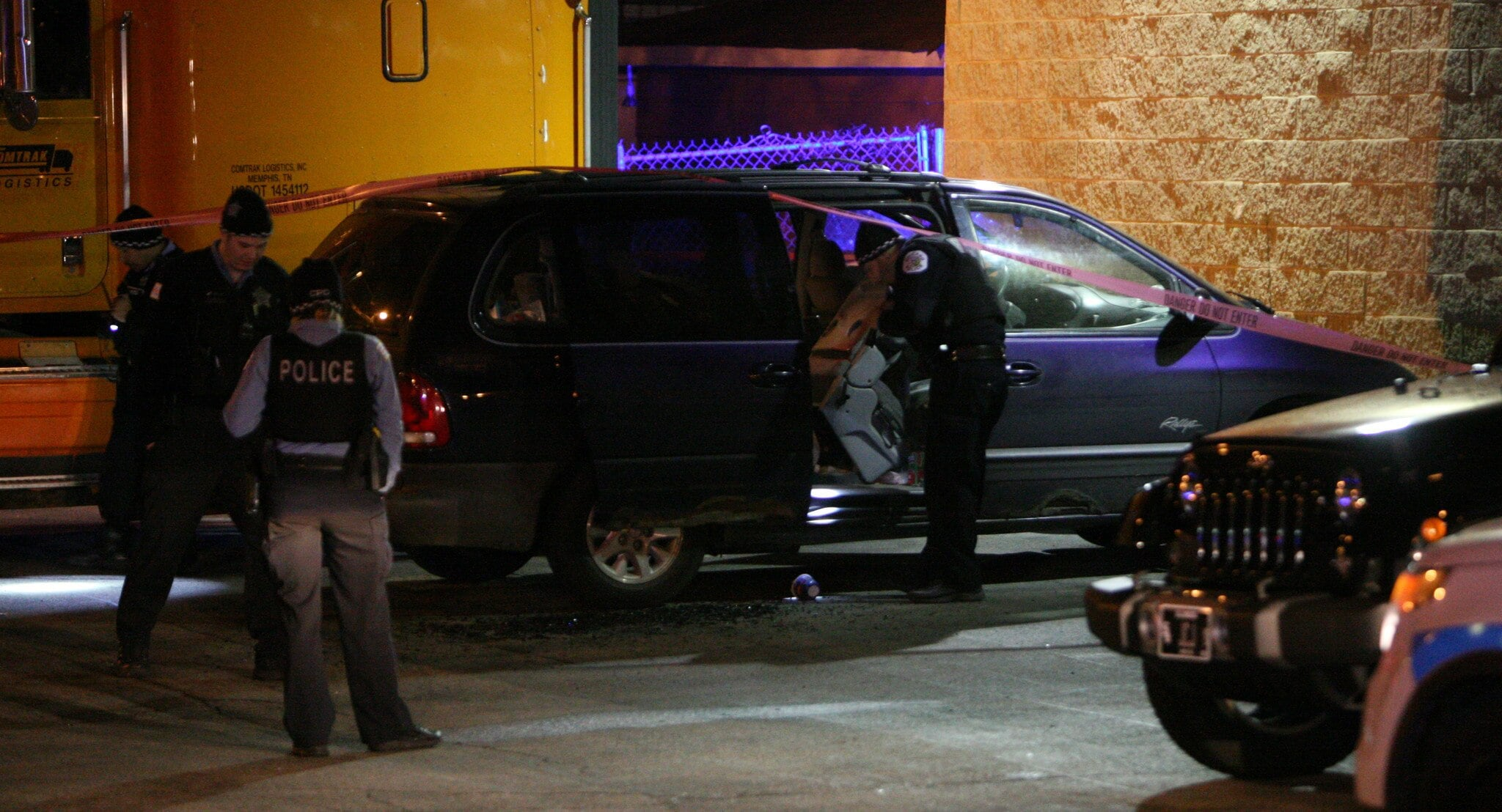 Chicago Police search a vehicle for evidence in the Parkway Gardens neighborhood of Chicago (Photo: Chicago Tribune)