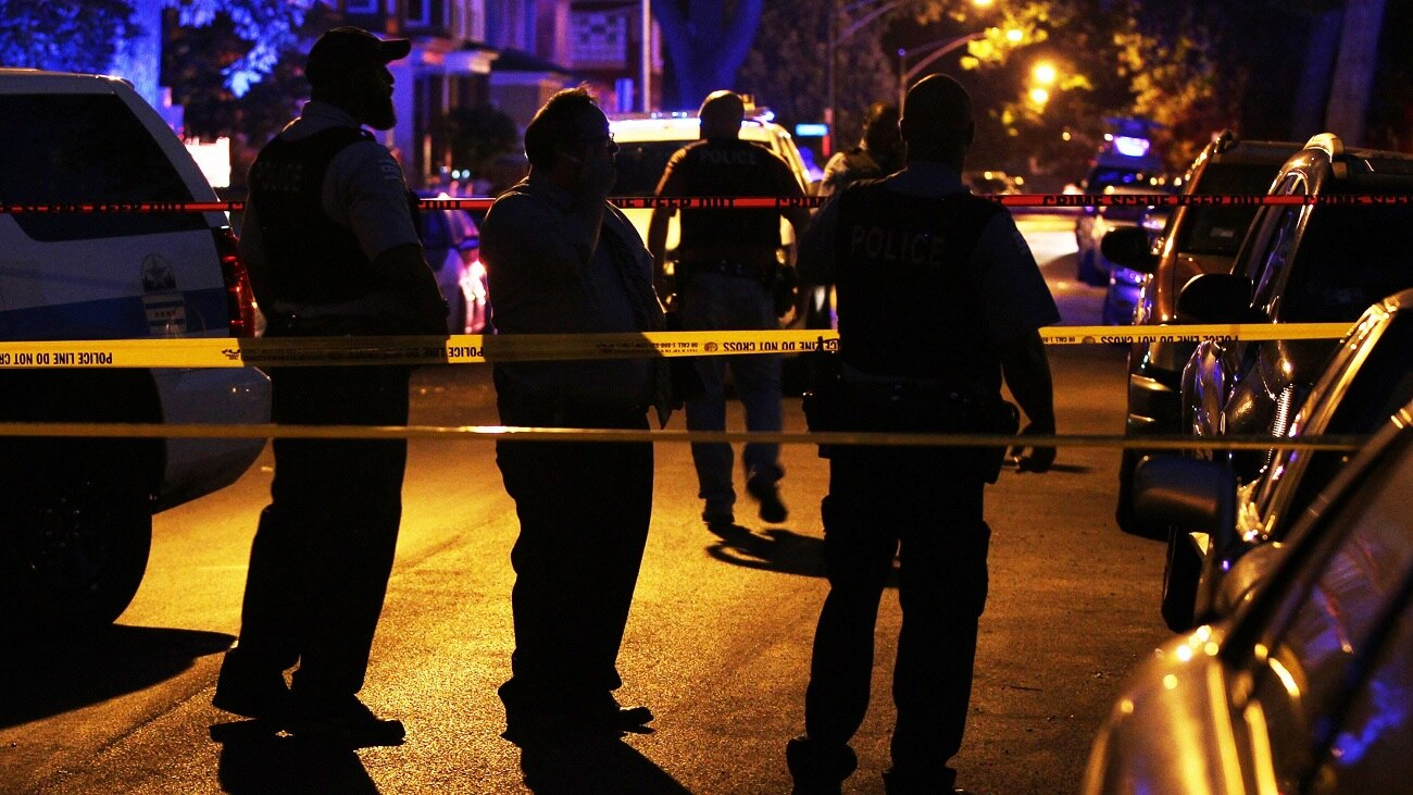 Chicago police investigate a shooting in the south side Roseland neighborhood of Chicago (Photo: Chicago Tribune)