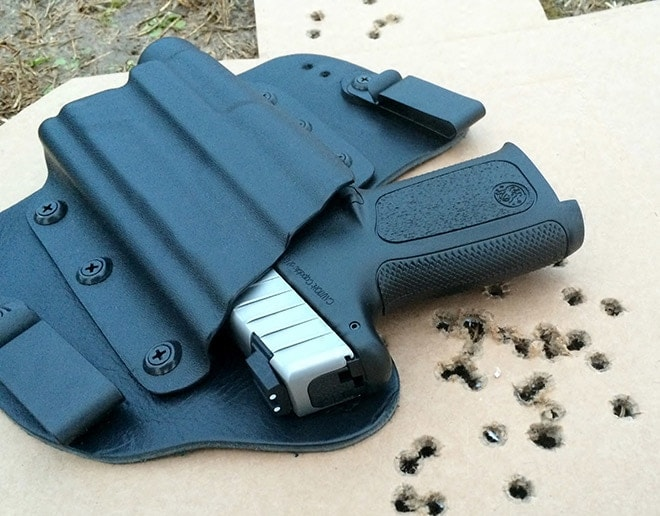 SD40VE_in_a_Theis_Holsters_IWB_during_testing.