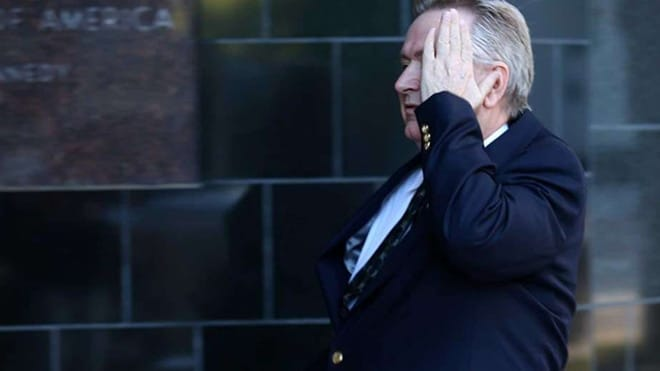 Steve Stockman covers his face while entering the U.S. District Courthouse on March 21, 2017, in Houston. (Photo: Houston Chronicle/Godofredo A. Vasquez)